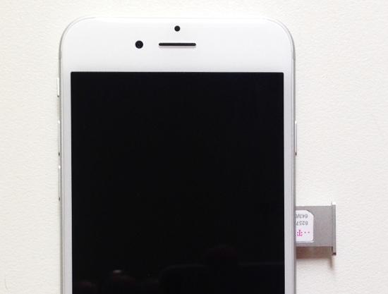 Kartenschlitten einschieben iPhone 6 SIM Karte